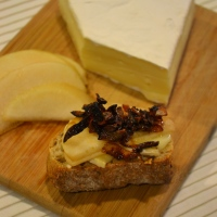 How to Make Caramelized Onions, Featuring: Brie, Pear, and Caramelized Onion Bruschetta