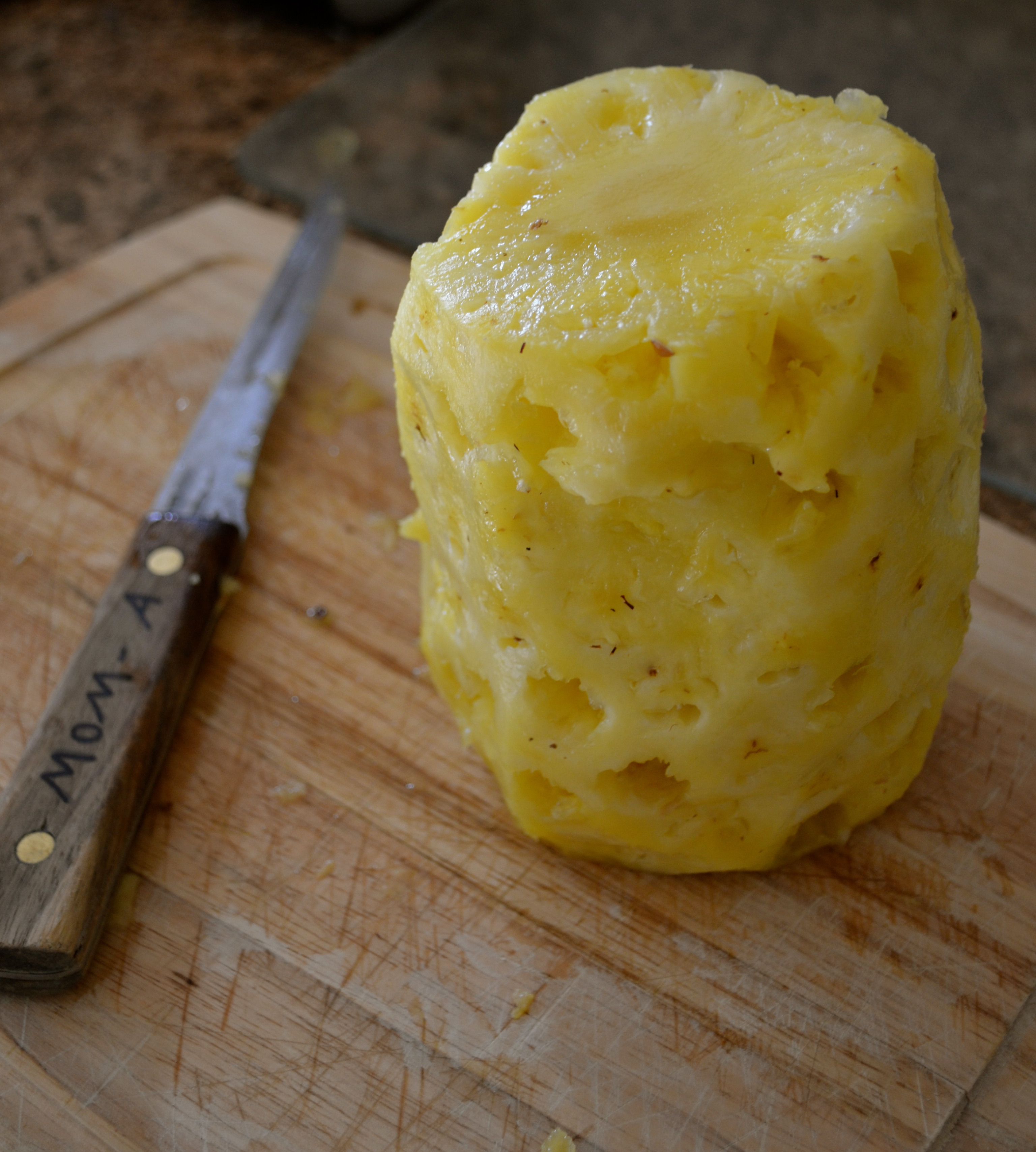 how to cut a pineapple with a knife