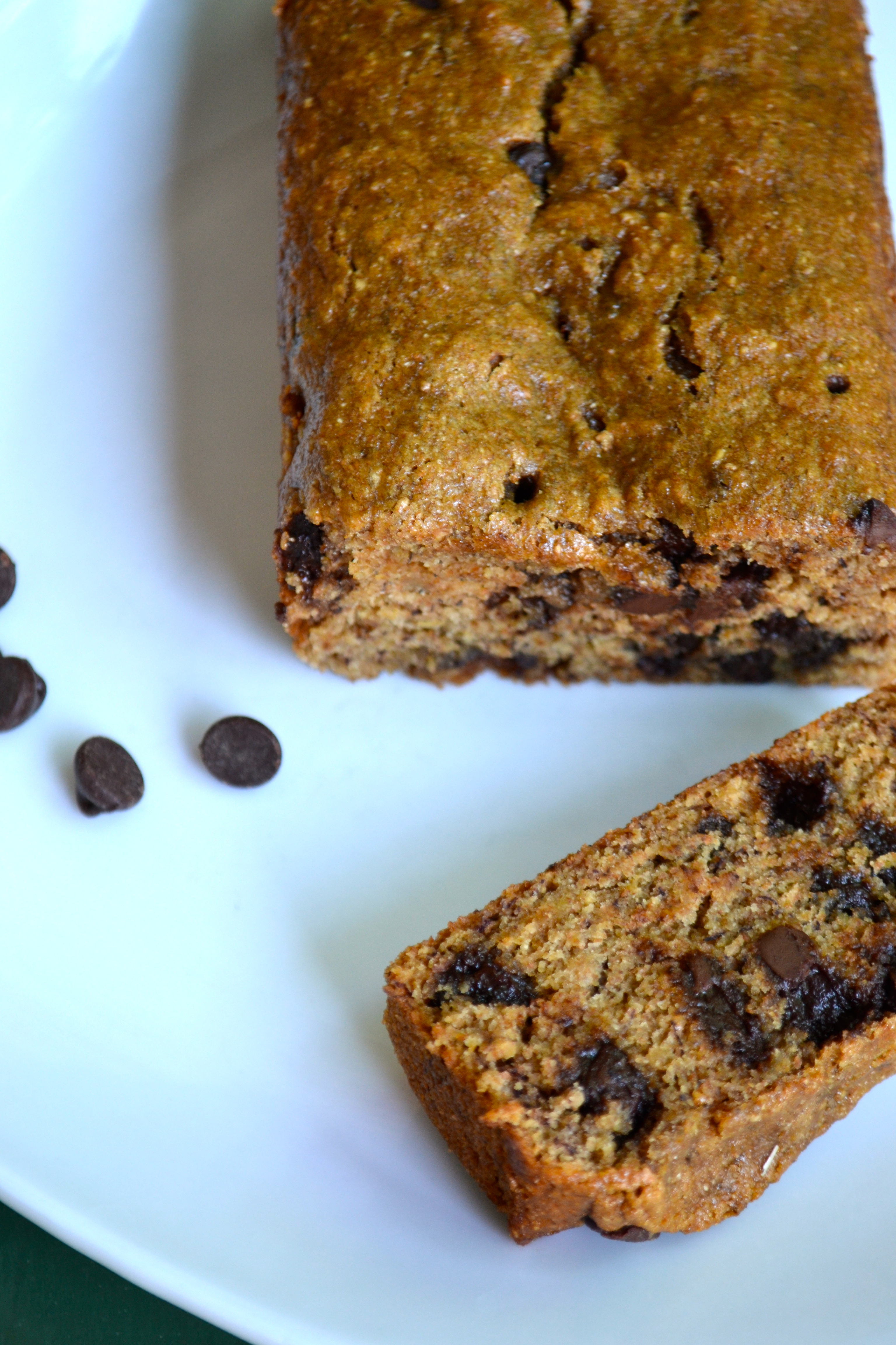 (Skinny) Chocolate Chip Banana Bread | a rented kitchen