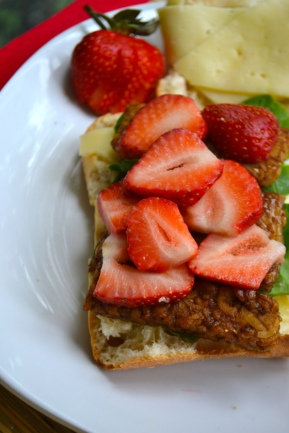 Tangy Strawberry Balsamic Tempeh Sandwich